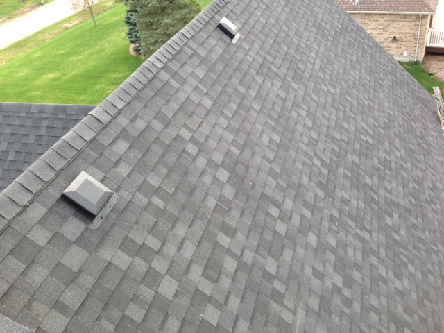 Large shingle Roofing by Orangeville and Collingwood