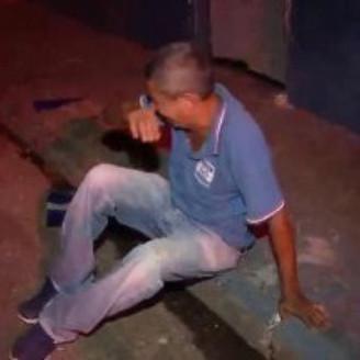 COVARDIA: Ladrões espancam e roubam dinheiro de picolezeiro de 60 anos