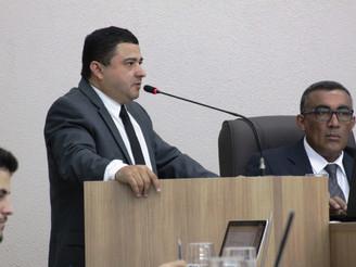 Adenilson Rocha cobra informações sobre reforma de ginásio e ônibus do Esporte
