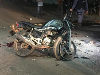BATIDA DE FRENTE (VÍDEO): Colisão entre motos deixa dois entregadores gravemente feridos em Sinop