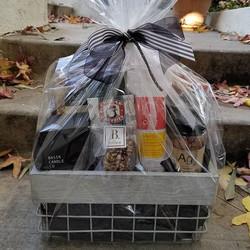 Holiday gift basket _#modern #festive #giftbasket_#luxury #holidays