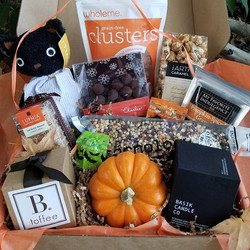 Happy Halloween ultimate treat gift box__#btoffee #luphiasweets #yumearth #basikcandleco #cornologyp