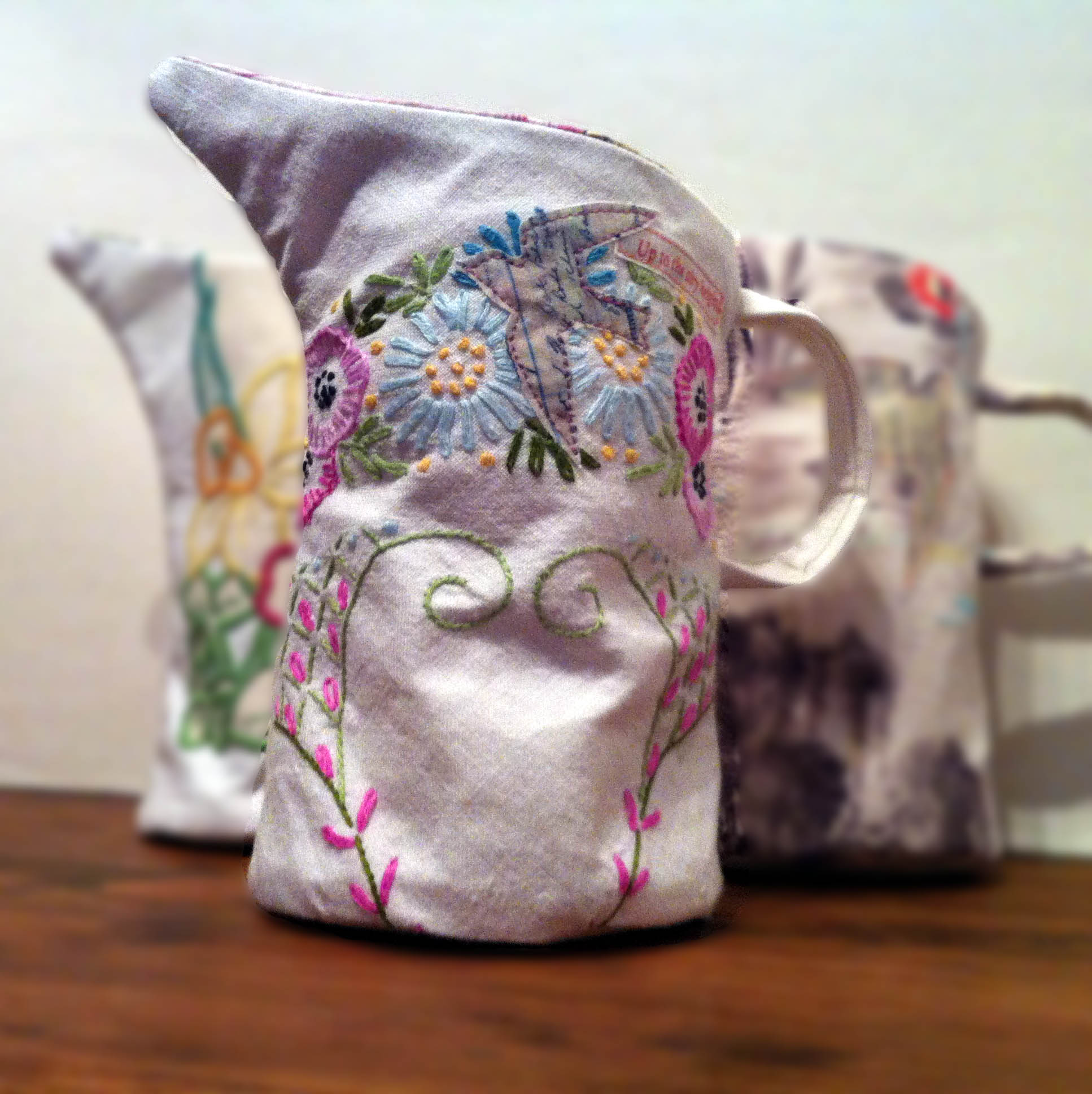 EmmaLawrece-Peattie_VintageVase_2014_fabric_21cm