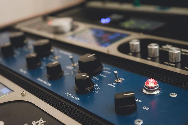Tube Tech Hlt2a Mix Mastering Berlin dubplates and mastering berlin, mastering berlin techno, man made mastering berlin, calyx mastering, truebusyness, mastering kosten, further mastering, analog online mastering