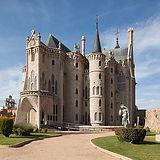 palacio episcopla de Astorga.jpg