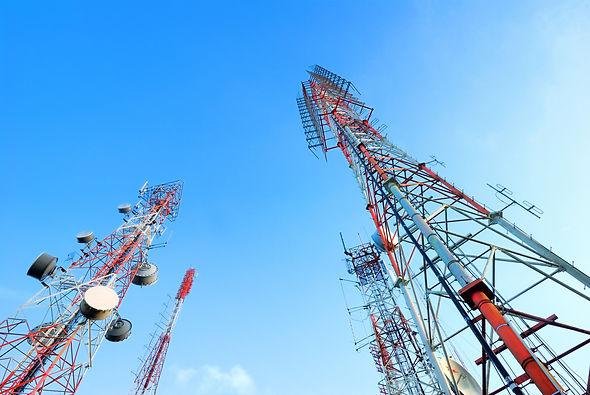 Proyectos de estaciones radio y fibra óptica