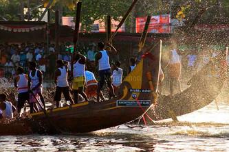 Splash of the canoes