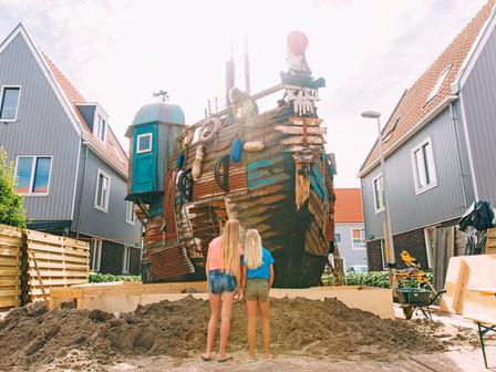 Enorm piratenschip gebouwd in Amsterdam-Noord