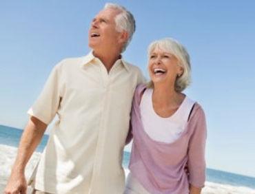 Es un beneficio el que mantienen por derecho los trabajadores desde que cumplen los 65 años en el caso de los hombres, y desde los 60 años en el caso de las mujeres. El afiliado puede ejercer su derecho a pensión desde que cumple la edad legal, sin embargo