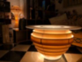 ECOS © è una serie di lampade di design, Made in Italy, completamente in legno o PVC, in stile contemporaneo, ecosostenibili con illuminazione LED naturale o a colori RGB con telecomando