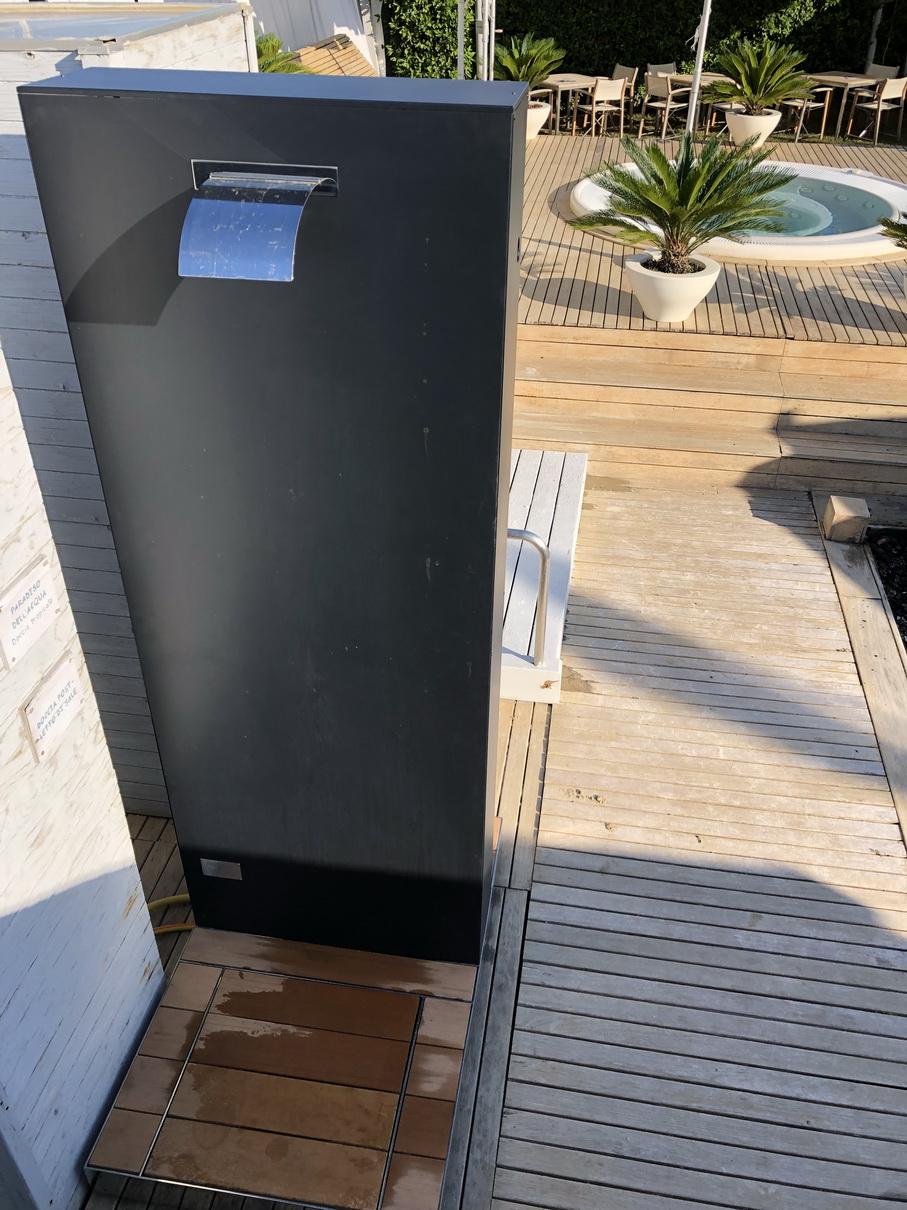 Doccia solare MONOLITH_Fantini Club_4.JP