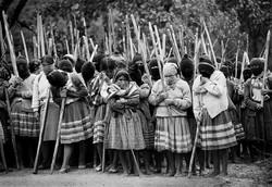 ezln-stick-weapons guerillas en mexico