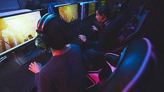 playing-online-game-computer-club.jpg