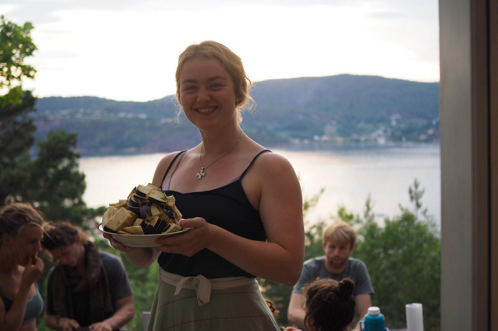 Zelda cooking delisious vegan food for the workshop team