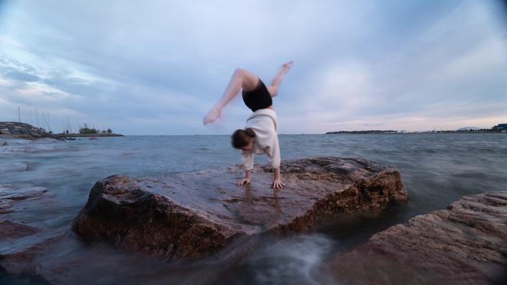 Ghia ocean handstand
