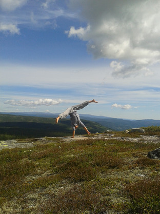 handstand workshop on a mountaintop in Norway