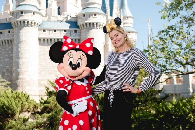 Geena Davis Visits The Magic Kingdom!