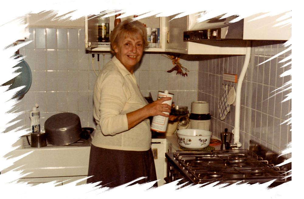 nonna Fernanda in cucina 1986