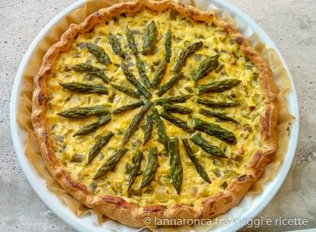 Torta salata con asparagi, speck e brie.