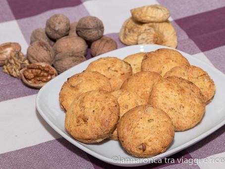 Biscotti con noci e fichi secchi