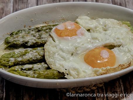 Asparagi al forno con le uova