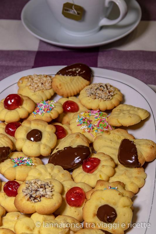 biscotti di pasta frolla (ricetta per la sparabiscotti)