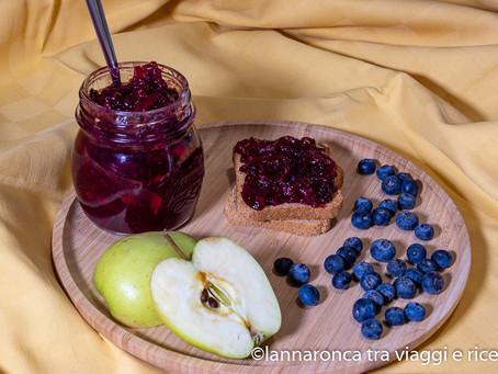 Marmellata speziata di mele e mirtilli