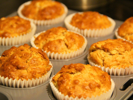 Muffin con pistacchi, prosciutto e fontina