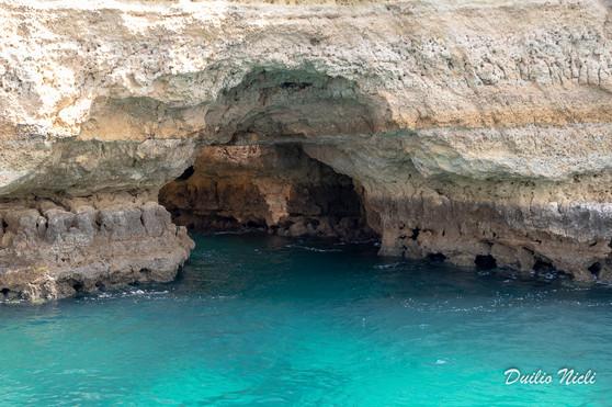 Archi e grotte lungo la costa dell'Algarve