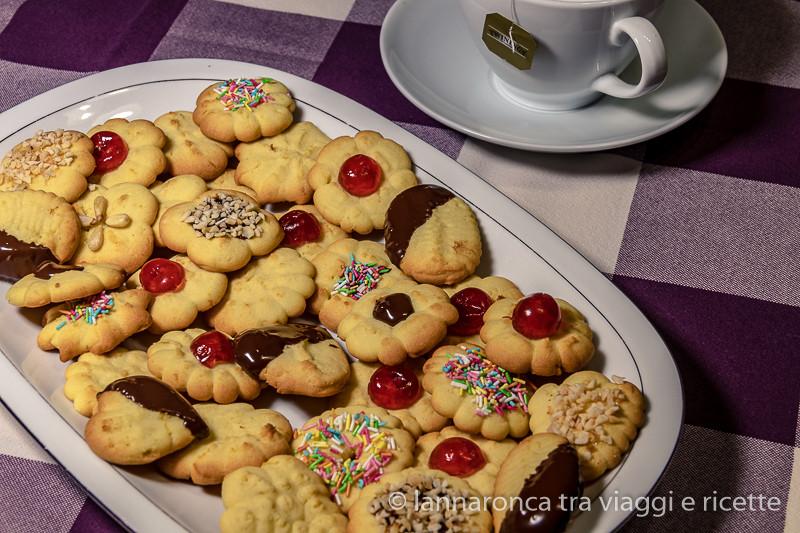 biscotti di pastafrolla (ricetta per la sparabiscotti)