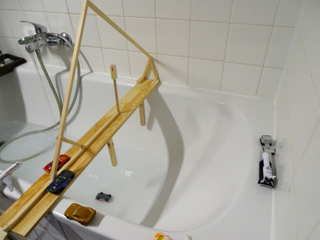 Eine Autobrücke für die Badewanne