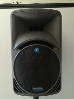 HP MACKIE type SRM 450 puissance 350 Watts RMS