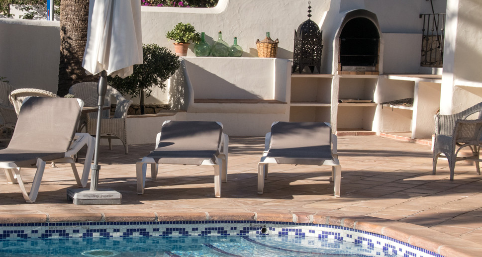 villa la marina pool and bbq-001.jpg