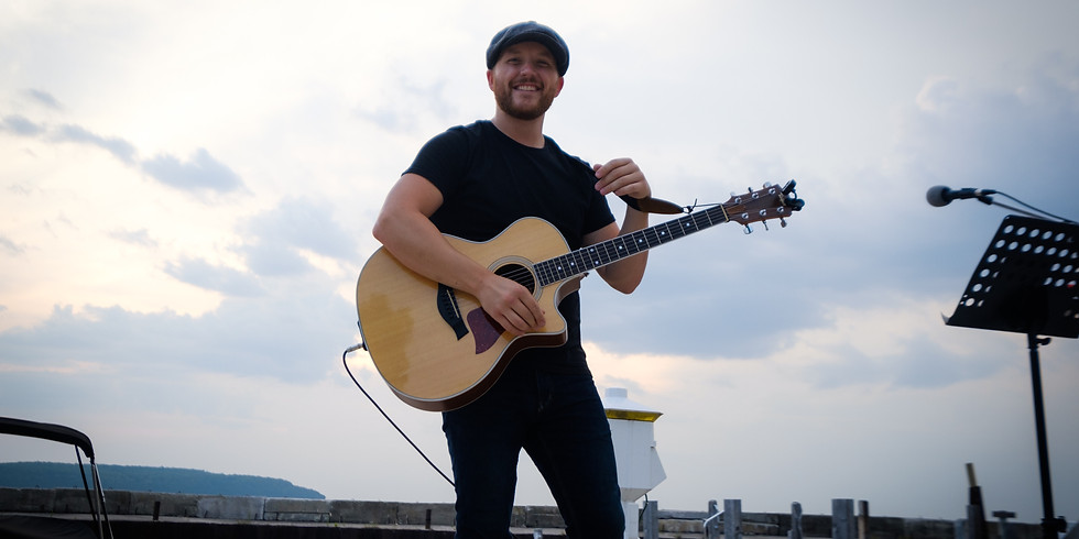 Live Tunes // Matthew Burress / 6-8pm