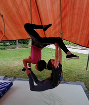 Cirque trapèze tissu initiation gym accroyoga
