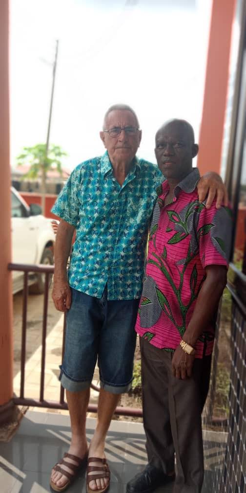 Bouw coördinator Lub Loosman met school directeur Thompson Azawi