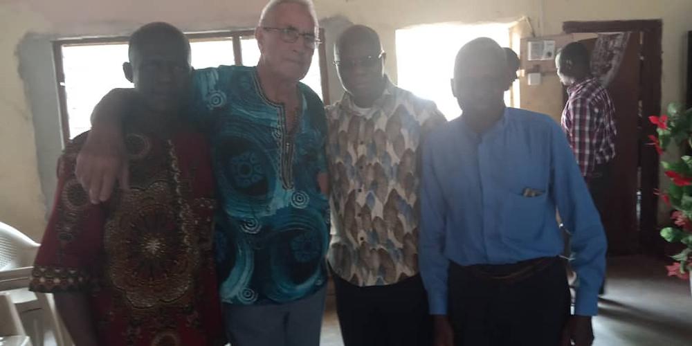 Lub ontmoet de locale partners in Sandema. De architect, school directeur en aannemer.