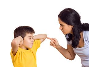 """""""A maioria dos pais castiga porque é mais fácil e por não conhecer alternativas"""""""