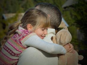 O seu filho portou-se mal? Dê-lhe um abraço!