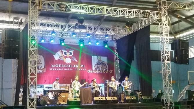 Band UPHC menjadi runner-up FKG Universitas Moestopo Band Competition