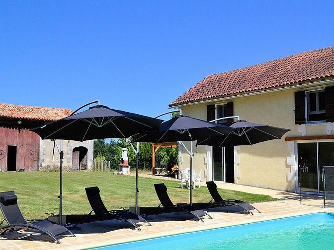 Le-Grand-Bost.-Gite---piscine.jpg