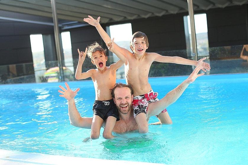 swimming-pool-765312_1280.jpg