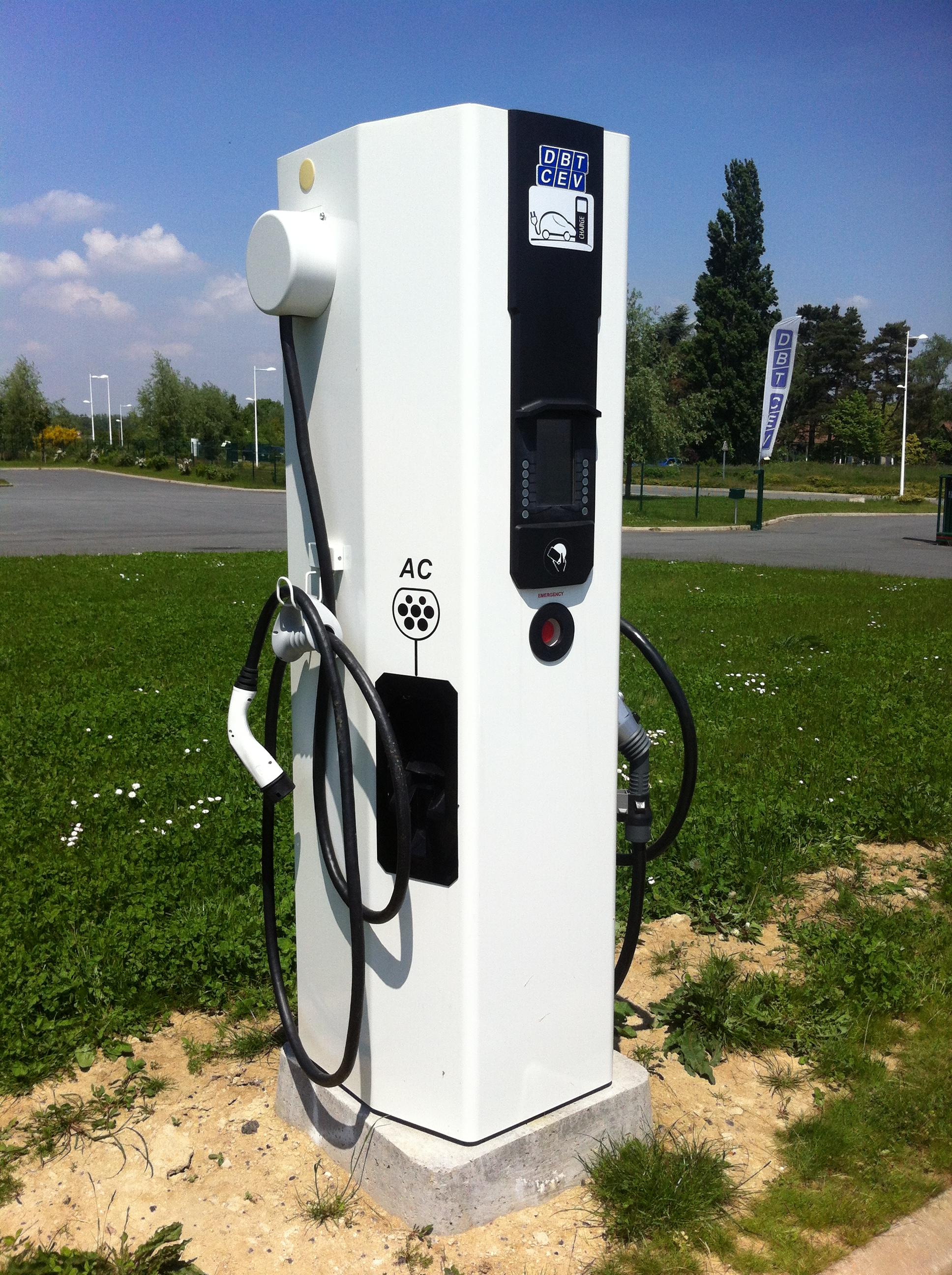 Borne_de_recharge_voiture_éléctrique