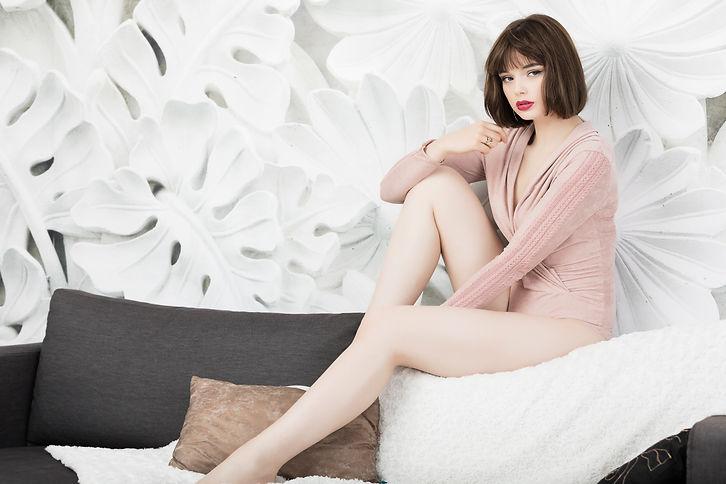 Mirabilia Lingerie - Body Maelle, cocooning, suédine rose, manches tricot. Dessus-dessous. Lingerie française créateur haut de gamme.