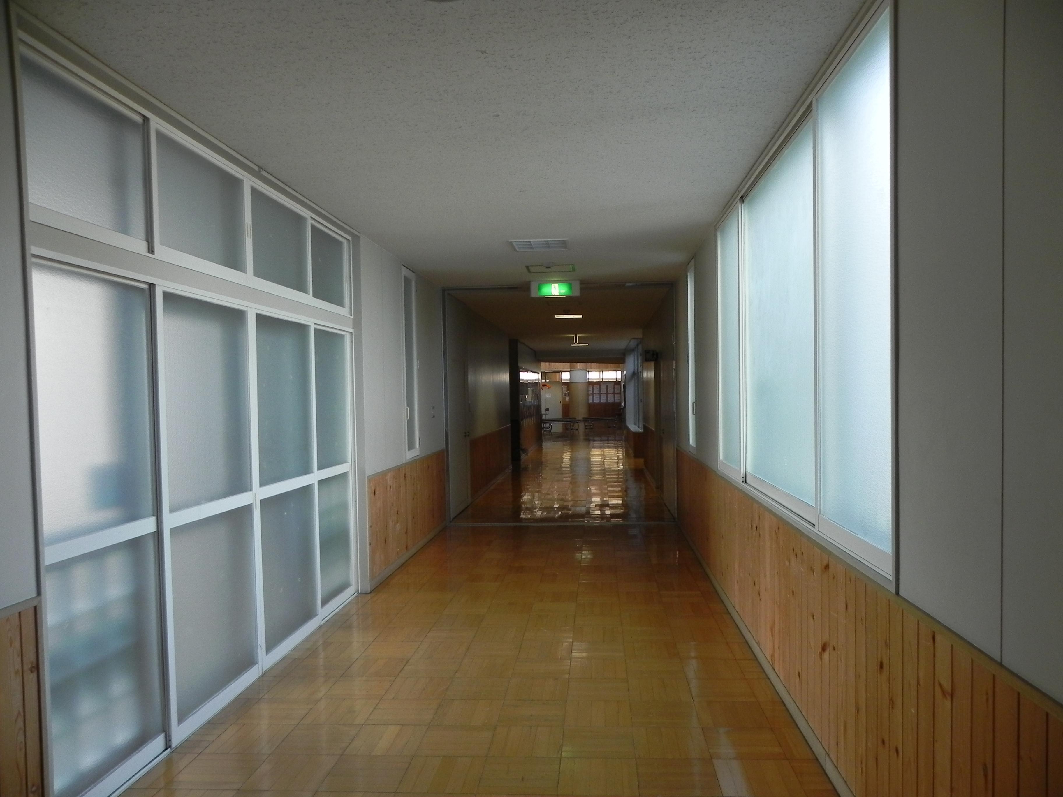 体育館前廊下