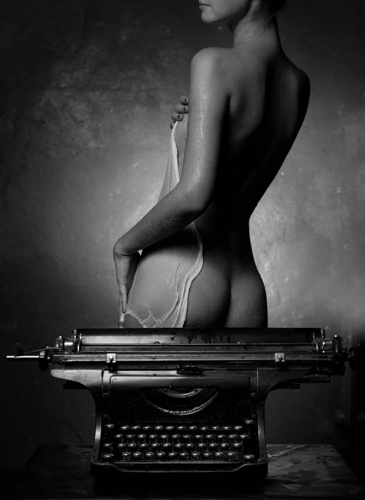 naked-typewriter-girls-shitting-girl-asian-x