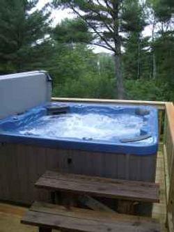 Bethel Chalet hot tub