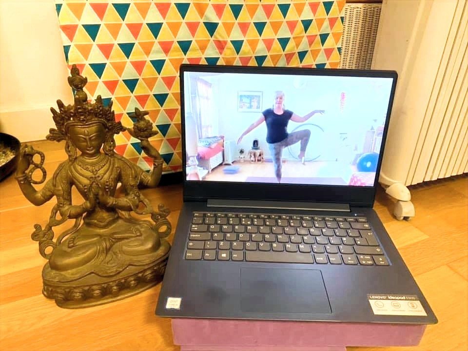 zoom class online with yoga teacher Claudia Steinhauser