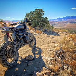 Hill top lookout somewhere in Nevada, new shox taking bike to new heights #triumphscrambler #endurom