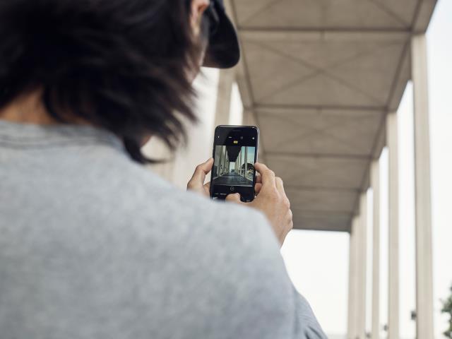 Fotógrafos aprendem técnicas para fazer fotos no iPhone.